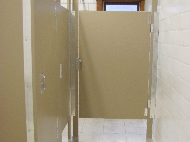 rosamond-bathroomstalls